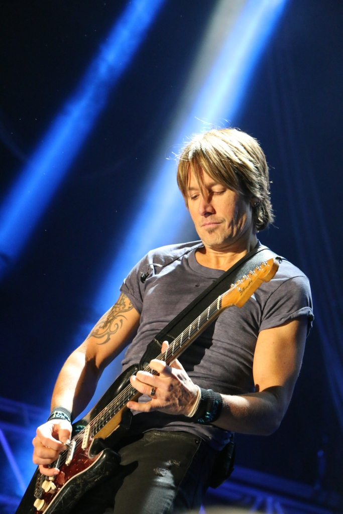 Dee Woodward-july15-Keith Urban lights my fuse.jpg