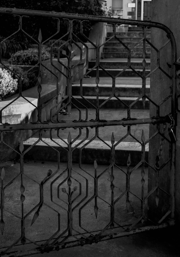 Gate (1 of 1)