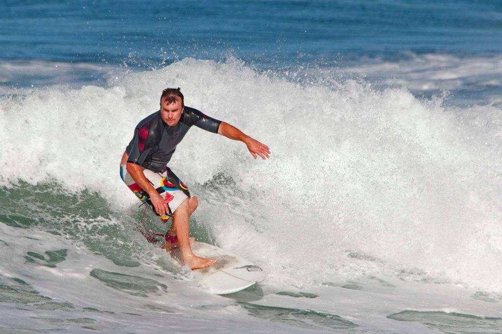 005-NOV15-Surfer